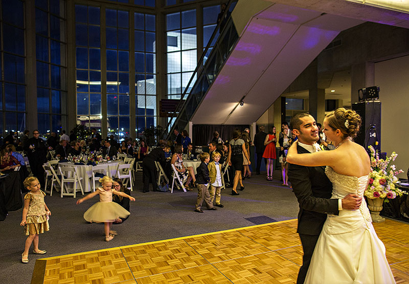 zMJ_great_lakes_science_center_wedding_04