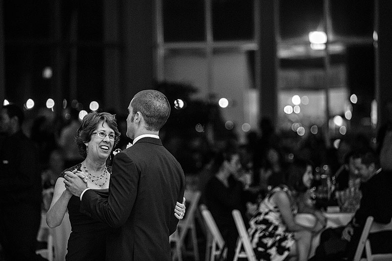 zMJ_great_lakes_science_center_wedding_05