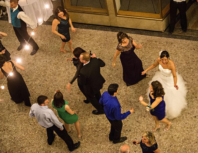 HJ-cleveland-hyatt-arcade-wedding-38