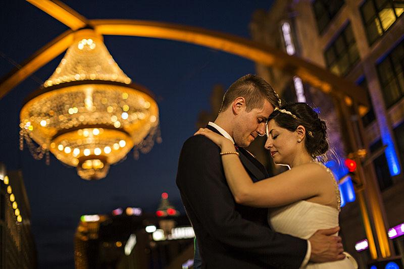 MDz-cleveland-chandelier-wedding-17